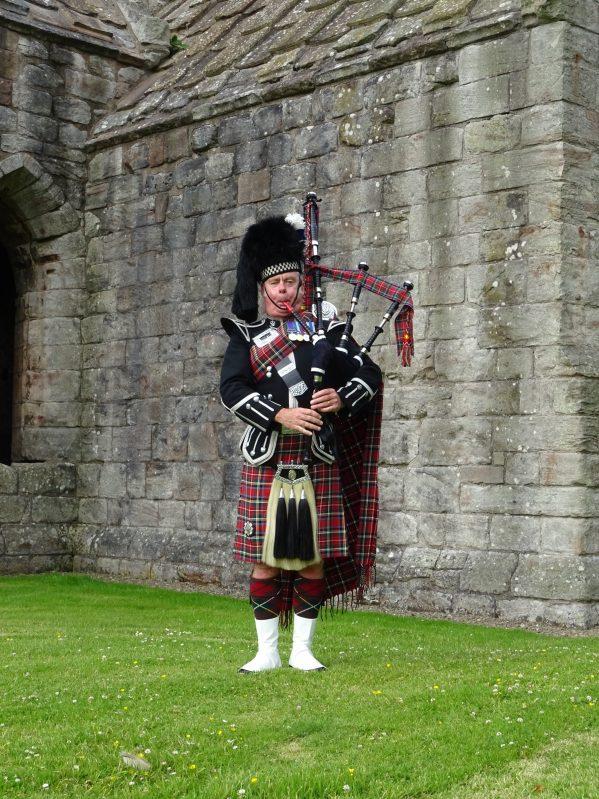 Edinburgh Wedding Piper